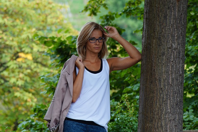 žena u stromu
