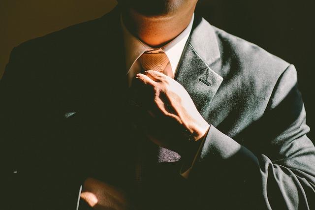 rovnání kravaty