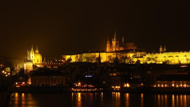 noční silueta Pražského hradu