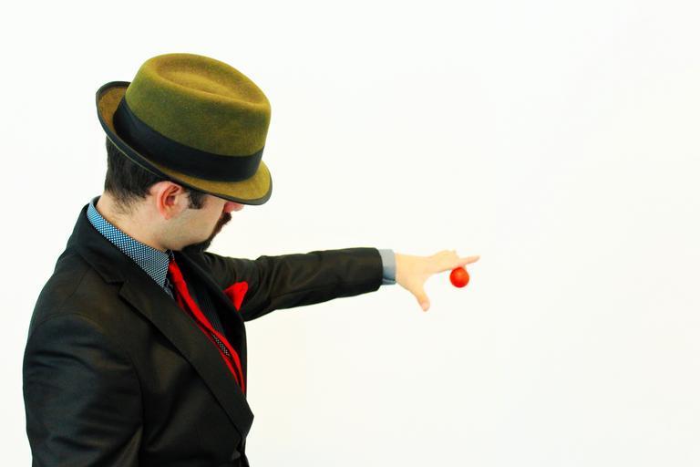 kouzelník s míčkem